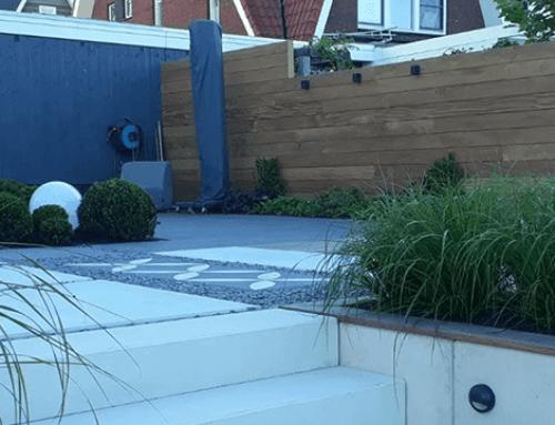 Tuinrenovatie in Alphen aan den Rijn met zitkuil en hardhouten vlonder